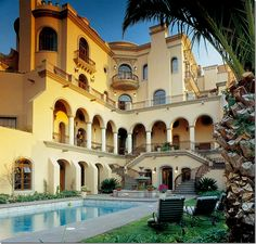 San Miguel de Allende - Casa Carino is a large, four story, 7 bedroom rental. Built in 2002, it is an example of a newly built property. The house has a surprise inside – a rotunda! Double staircases lead down to the fountain and swimming pool.