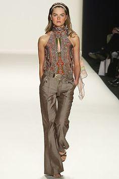Carolina Herrera Spring 2003 Ready-to-Wear Collection Photos - Vogue