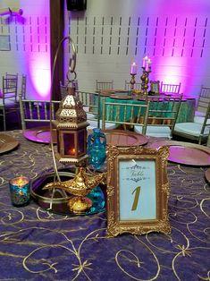 Guest table centerpiece for Quinceañera with Jasmine Theme Princess Jasmine Wedding, Aladdin Wedding, Arabian Nights Wedding, Arabian Party, Aladdin Birthday Party, Aladdin Party, Sweet 16 Themes, Sweet 16 Decorations, Festa Tema Arabian Nights