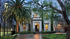 Shane-Warnes-Mansion-with-Canary-Island-Date-Palm.jpg (650×366)
