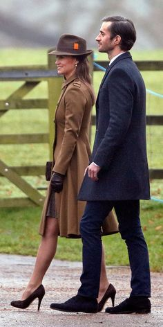 Pippa Middleton Wore a Winter Coat We Bet Even Kate Would Want to Borrow - Cissiee Westwick Estilo Kate Middleton, Pippa Middleton Style, Middleton Family, Pippa Middleton Wedding Dress, Pippa And James, Kate And Pippa, Salma Hayek, The Other Sister, Pantyhosed Legs