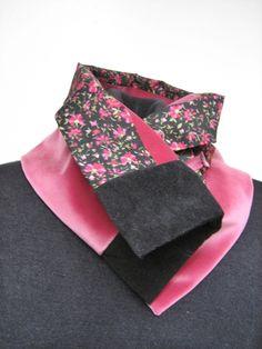 A la fois jeu de matières et jeu de couleurs , un col-snood-écharpe réalisé dans de belles matières avec un épais velours de coton rose , un doux coto