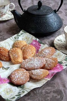 Madeleines are a tasty French bakery treat, but did you know these cookies can be made simply at home? Prepare them for your next teatime gathering with our recipe: http://foodal.com/recipes/desserts/madeleines-the-aristocrat-of-cookies/