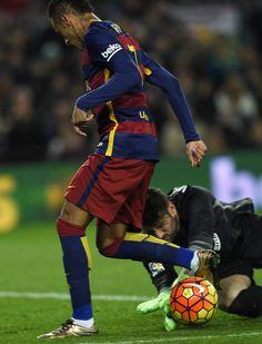 Barcelona's Brazilian forward Neymar (R) vies ith Athletic Bilbao's goalkeeper Iago Herrerin during the Spanish league football match FC Barcelona vs Athletic Club Bilbao at the Camp Nou stadium in Barcelona on January 17, 2016.