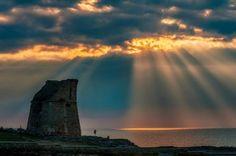 Puglia: Il #bacio del #sole sul mare: raggi di luce su Torre Miggiano (link: http://ift.tt/2l6sRW2 )