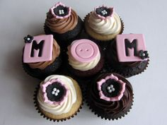 Happy Mother's Day Cupcakes For Mom's - Happy Mothers Day 2017 Mothers Day Poems, Happy Mother Day Quotes, Mother Day Wishes, Best Mothers Day Gifts, Mothers Day Special, Happy Mothers Day, Mothers Day Cakes Designs, Mothers Day Cupcakes, Cupcakes Lindos