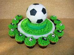Cake pelota de futnol y cupcakes