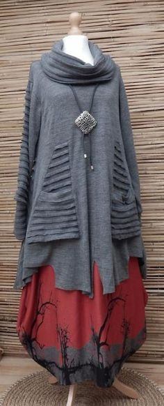 Lagenlook grey and burnt red tunic and skirt. Dirndl Outfit, Look Fashion, Womens Fashion, Fashion Design, Hippie Stil, Bohemian Mode, Mode Hijab, Mode Outfits, Mode Inspiration