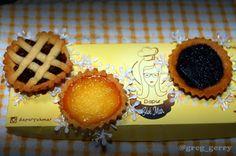 pagi ini nyobain homemade pie buatan sahabat gue @iwidkiwid ... ada 3 varian apple pie egg tart & nutella pie... rasa jangan ditanya deh JUARAAAAA  yang mau order bisa cek IG nya #dapuryukmar bisa delivery luar kota koq dijamin ga nyesel kalau udah coba.... . . . . #food #foodie #instafood #foodporn #foodgasm #pie #homemade #applepie #eggtart #nutella #canon #canoneos #canon700d #canon_photos #canonphoto #canon_photography #canonphotography #dapuryukmar #kuliner