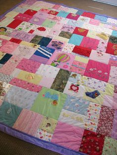 Clothes Quilt Pictures baby clothes quilt~ I really want to make these for Olivia and Penelope. How long do you collect the clothesbaby clothes quilt~ I really want to make these for Olivia and Penelope. How long do you collect the clothes Old Baby Clothes, Baby Clothes Quilt, Baby Quilts, Memory Quilts, Baby Outfits, Quilting Projects, Sewing Projects, Fabric Crafts, Sewing Crafts