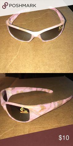 Pink camo sunglasses Super cute pink camo sunglasses. Mothwing Accessories Glasses