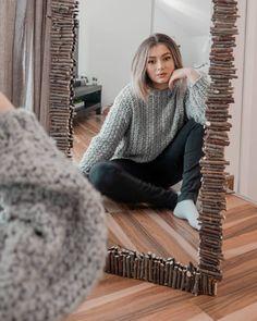 De pe vremea cand terminase oglinda si pisica inca nu desfacuse niciun lemnisor. Eh.. Turtle Neck, Sweaters, Fashion, Moda, Fashion Styles, Sweater, Fashion Illustrations, Sweatshirts, Pullover Sweaters
