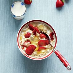 Strawberries and Cream Oatmeal Add 1/4 cup nonfat Greek yogurt, 1 tablespoon honey, and 1/4 cup sliced strawberries to oatmeal and stir well. Garnish with strawberry halves. Delicious