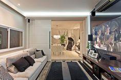 Casa Tripoli: Salas multimídia modernas por Arquiteto Aquiles Nícolas Kílaris