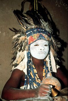 Africa | Luba diviner wearing beaded headdress, Katanga Province, Democratic Republic of the Congo, 1988. | ©Mary Nooter Roberts.