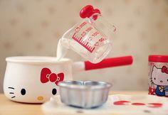 Hello Kitty Baking