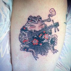 tattoos in japanese prints Frog Tattoos, Body Art Tattoos, Sleeve Tattoos, Tatoos, Japanese Tattoo Art, Japanese Tattoo Designs, Piercings, Piercing Tattoo, Tattoo Oriental