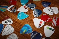 Credit cards, hotel keys and gift card guitar picks - Green Hack Living : Upcycled Crafts (projects, DIY, do it yourself, music, pick, fun, creative, uses, use, ideas, inspiration, reduce, reuse, recycle, used, upcycle, repurpose, handmade, homemade, colourful)