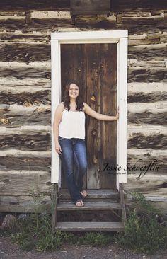 Senior photo shoot with Leah #jessieschoepflinphotography #jsartco #rustic #seniorphotos #door #highschool