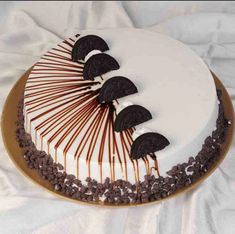 Sweet Frost offers online cake delivery in Delhi ✪Same day cake delivery ✪Midnight cake delivery Delhi ✪Send Cakes to Delhi at best price ✪Order Cakes Now! Cake Decorating Frosting, Cake Decorating Designs, Creative Cake Decorating, Cake Decorating Videos, Creative Cakes, Cupcakes, Cupcake Cakes, Fondant Cakes, Chocolate Cake Designs