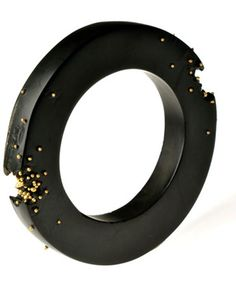 JAQUELINE CULLEN - withby jet bangle