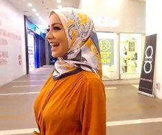 Muslim Girls, Muslim Women, Beautiful Hijab, Beautiful Asian Girls, Nature Iphone Wallpaper, Girl Body, Bangs, Celebrities, Sexy