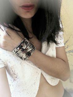 Bracelete couro étnico Vendas: whatsapp: 317300-4489 http://instagram.com/petalasdemaria