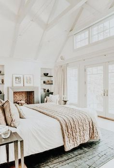 Spanish Home Interior Great Absolutely Free bedroom Fireplace Remodel Style White and airy bedroom with beams and planking Airy Bedroom, Home Bedroom, Bedroom Decor, Light Bedroom, Bedroom Ideas, Bedroom Modern, Contemporary Bedroom, Master Bedrooms, Bedroom Colors
