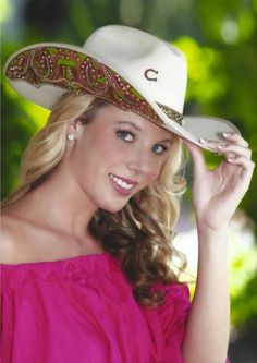 Custom cowboy hats from Benizzi Ranch Cowgirl Mode, Estilo Cowgirl, Cowgirl Hats, Western Hats, Cowgirl Chic, Cowgirl Style, Cow Girl, Country Women, Country Girls