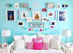 Our friend Disney gallery wall makes us smile! So much magic and talent in one room! Thank you so much for sharing! Disney Girls Room, Disney Playroom, Disney Dorm, Casa Disney, Disney Bedrooms, Disney Disney, Disney Wall Decals, Disney Home Decor, Little Girl Rooms