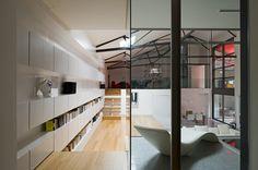 Designer Teresa Sapey transforms an old garage into a beautiful modern style loft in Bordeaux, France. Loft Interior Design, Loft Design, Best Interior, Interior Design Inspiration, Interior Architecture, House Design, Lofts, Wall Bookshelves, Wall Shelves