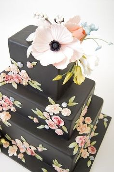 Black wedding cake #weddingcakes