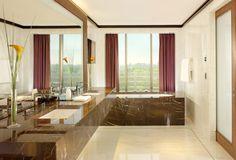 La salle de bain de la penthouse master de l'hotel 45 Park Lane, Londres.