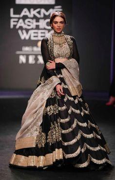 Lakme Fashion Week, India Fashion, Ethnic Fashion, Japan Fashion, Women's Fashion, Dress Indian Style, Indian Dresses, Indian Wedding Outfits, Indian Outfits