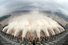 China überholt Brasilien: Drei-Schluchten-Staudamm erzielt Weltrekord bei Stromproduktion - Zwischen Januar und März hat das Wasserkraftwerk mit etwa 4500 Megawattstunden die niedrigste Leistung. Dagegen werden in den Sommermonaten etwa 22.000 Megawattstunden produziert. Bild 6 von 11 - FAZ