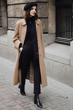 Beige Burberry trench coat with a black beretYou can find Trench coats and more on our website.Beige Burberry trench coat with a black beret Winter Coat Outfits, Winter Fashion Outfits, Fall Outfits, Autumn Fashion, Casual Outfits, Trendy Fashion, Basic Outfits, Fashion Sets, Fashion Trends