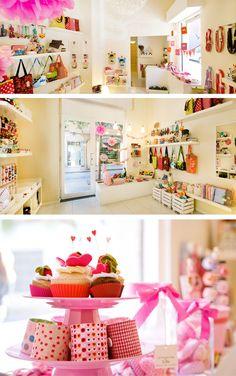 Tienda de complementos dispuestos de forma original  #decoración #complementos