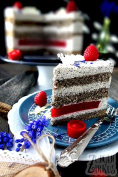 Poppy seed cake with white chocolate poppy seed mousse . - Poppy seed cake with mohmousse - Mousse, 9x13 Cake Recipe, No Bake Desserts, Delicious Desserts, Cake Recipes, Dessert Recipes, Poppy Seed Cake, Cake Mixture, Moist Cakes