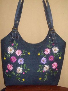 More Tutorial and Ideas Denim Tote Bags, Diy Tote Bag, Embroidery Bags, Silk Ribbon Embroidery, My Bags, Purses And Bags, Denim Bag Patterns, Cotton Shopping Bags, Denim Crafts