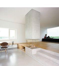 Transparantie en ruimte zijn de key words voor deze fantastische open haard die de ruimte mooi verdeeld.