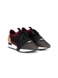 These red and black Balenciaga 'Race Runner' low-top trainers are a contemporary pair from the brand's coveted SS '16 collection. Expertly fabricated from a mix of textures, they have been designed in a striking colourway and feature a mesh toe, black lace-up front and a padded leather insole complete with a comfortable wedge heel which measures 3 cm. Enhanced with slick brown leather sides and an orange heel, these trainers will be an effortlessly cool addition to your athleisure…