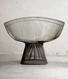 Design Inspiration Vintage lounge chair designed by Platner, manufactured by Knoll Design Furniture, Cool Furniture, Modern Furniture, Futuristic Furniture, Pipe Furniture, Lounge Chair Design, Chaise Vintage, Vintage Armchair, The Design Files