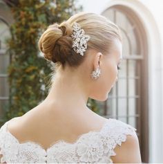 gorgeous-wedding-accessories-and-jewelry-by-weddings-bespoke-8.jpg 600×603 pixels
