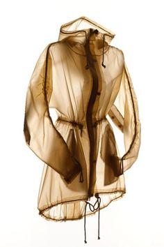 Terra's Stylish Raincoats Make Biking in the Rain Look Oh So Chic : TreeHugger. I would probably kill someone for this. Stylish Raincoats, Raincoats For Women, Jackets For Women, Biking In The Rain, North Face Rain Jacket, Sport Outfit, Yellow Raincoat, Rain Gear, Hooded Raincoat