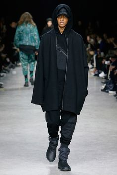 Yohji Yamamoto unveiled his Fall/Winter 2017 collection for Y-3 during Paris Fashion Week. http://www.99wtf.net/young-style/urban-style/what-is-urban-fashion/