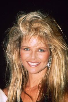 big hair and beautiful makeup, doesn't get any better than this picture Fashion Models, Trend Fashion, 90s Fashion, Christie Brinkley, Linda Evangelista, 1980s Makeup, Blond, Original Supermodels, Tips Belleza
