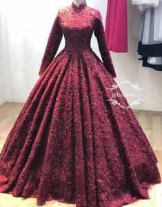 53 Ideas Indian Bridal Wear Engagement For 2019 Indian Wedding Gowns, Indian Gowns Dresses, Indian Bridal Wear, Prom Dresses With Sleeves, Indian Wear, Muslimah Wedding Dress, Muslim Wedding Dresses, Dress Wedding, Wedding Bridesmaids