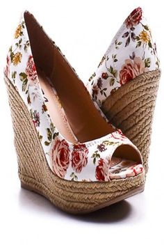 White Rose Wedges I love the pattern on these shoes. I wish they came in flats too! Cute Shoes, Me Too Shoes, Wedge Shoes, Shoes Sandals, Flat Shoes, Floral Wedges, Crazy Shoes, Beautiful Shoes, Swagg