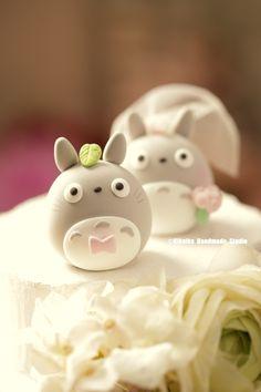 トトロ Totoro characters bride and groom wedding cake topper #weddingideas #cakedecor #cute #mochiegg #claydoll #handmadecaketopper #custom #sculpted #ceremony #japanstyle #pastel #gift #ceremony #結婚式 #kikuikestudio #Boda #mariage #Hochzeit