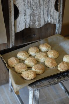 (vía Hot Southern Buttermilk Biscuits | Three to...